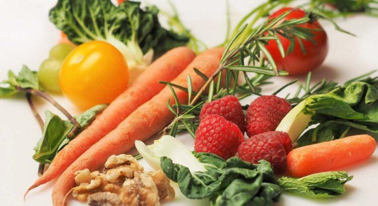 frutta e verdura sul tavolo