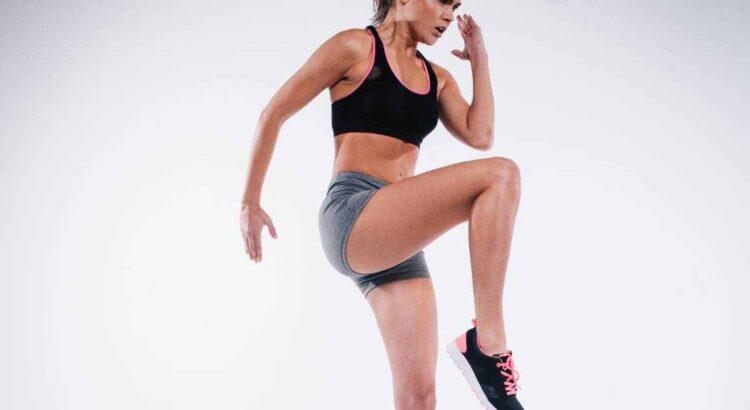 donna che esegui gli esercizi