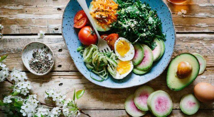piatto con verdure in primo piano